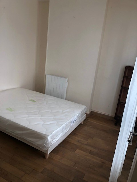 Location appartement Paris 10ème 1 100€ CC - Photo 3