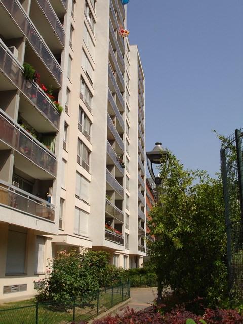 Rental apartment Paris 19ème 963€ CC - Picture 1
