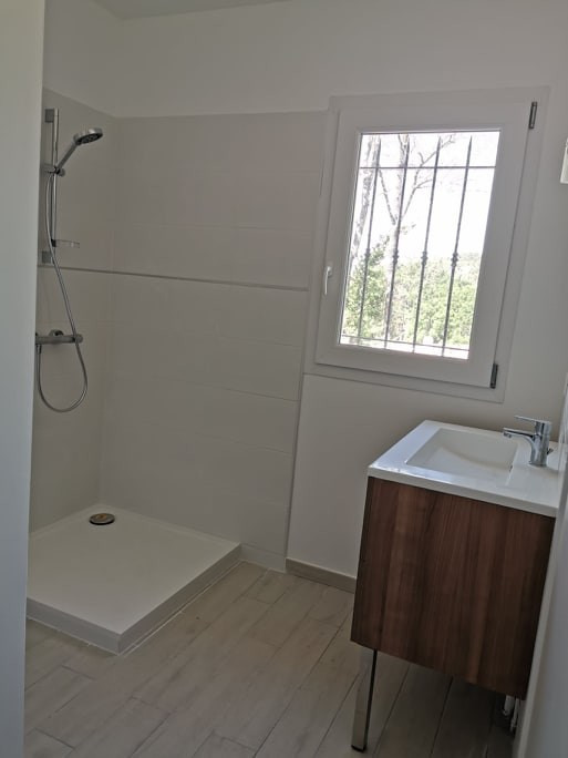 Location maison / villa Cabries 1 975€ CC - Photo 5