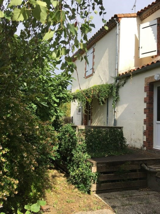 Investment property house / villa Nesmy 173 400€ - Picture 1