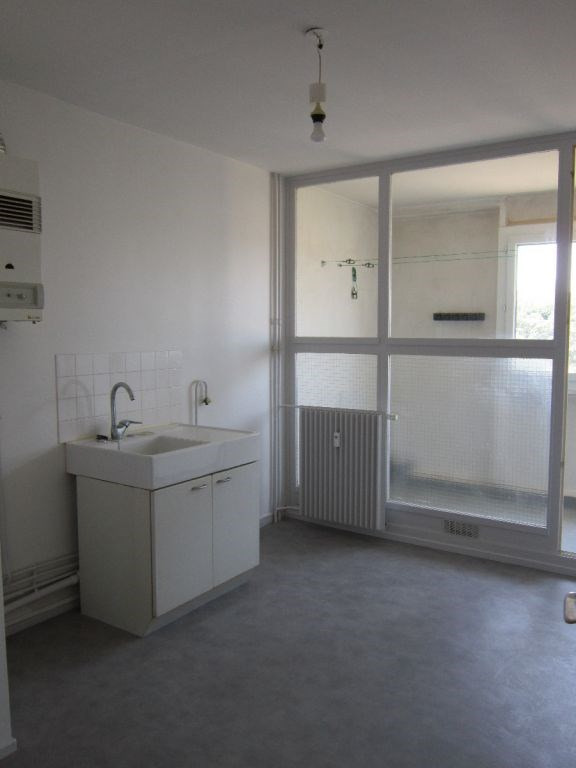 Rental apartment Villeneuve les avignon 570€ CC - Picture 6