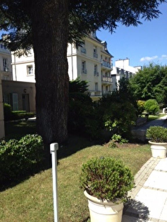 Rental apartment Saint germain en laye 830€ CC - Picture 2