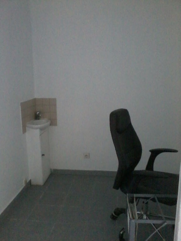 Location local commercial Bourgoin jallieu 670€ CC - Photo 4