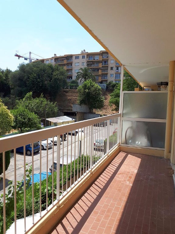 Sale apartment Saint laurent du var 185000€ - Picture 4