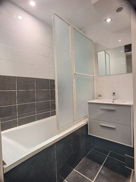 Sale apartment Saint laurent du var 278000€ - Picture 6