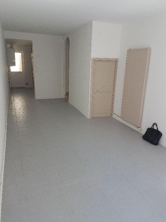 Rental house / villa Saint quentin 410€ CC - Picture 2