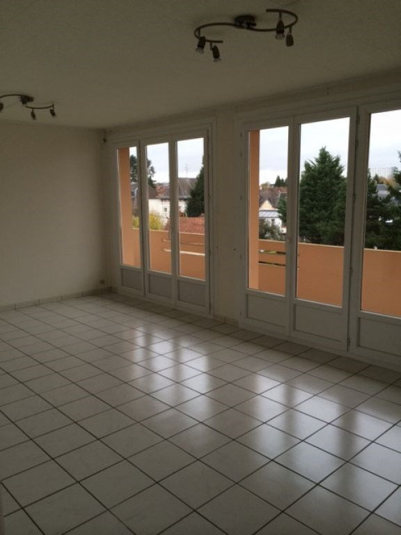 Rental apartment Saint quentin 720€ CC - Picture 2