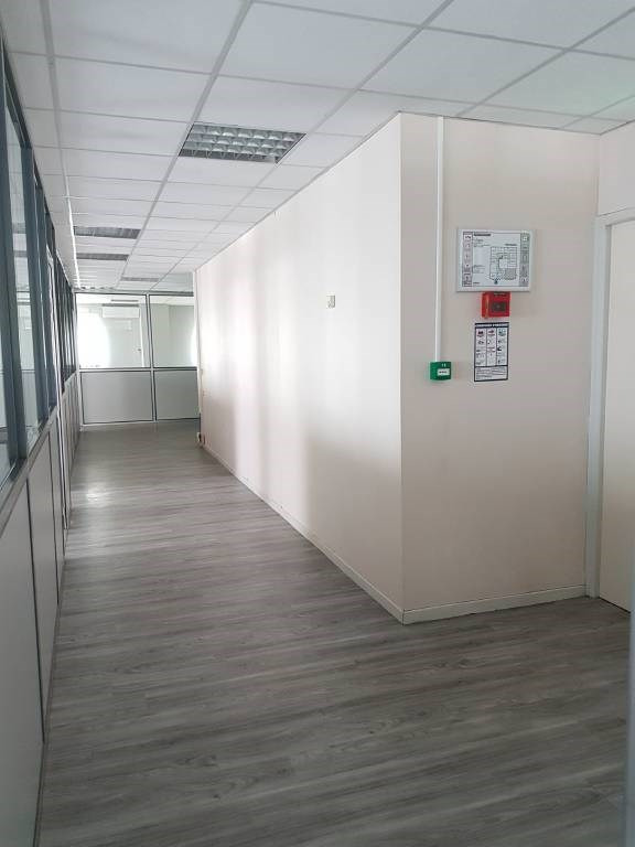 Location bureau Montfavet 1584€ CC - Photo 3