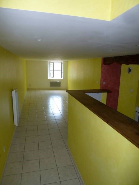 Location appartement Rives 460€ CC - Photo 1