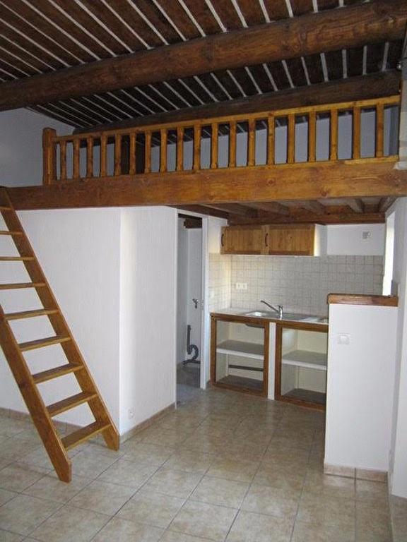 Rental apartment Lambesc 530€ CC - Picture 2