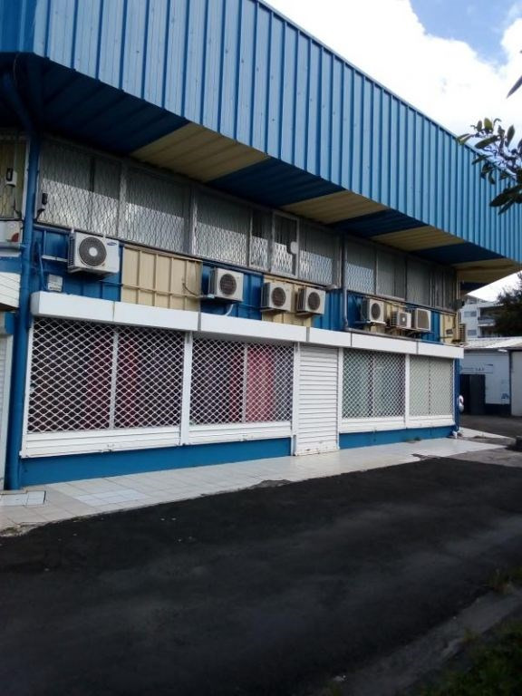 Local commercial - 100 M2- les abymes