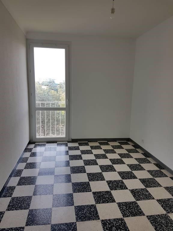 Rental apartment Villeneuve-les-avignon 790€ CC - Picture 4