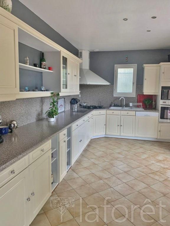 Sale house / villa Bourgoin jallieu 275000€ - Picture 3