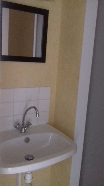 Location appartement Laval 286€ CC - Photo 4