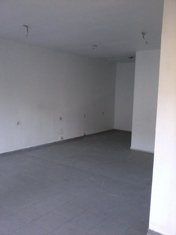 Location local commercial Bourgoin jallieu 668€ CC - Photo 5