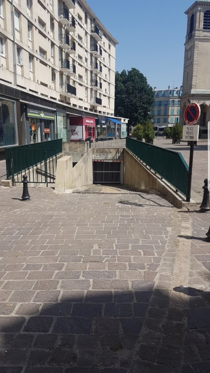 Rental parking spaces Saint germain en laye 140€ CC - Picture 1