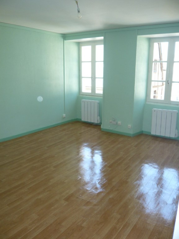 Rental apartment Laval 385€ CC - Picture 2
