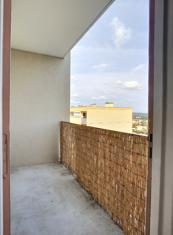 Location appartement Villeneuve les avignon 653€ CC - Photo 3