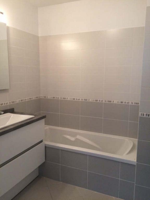 Rental apartment Meyzieu 740€ CC - Picture 6