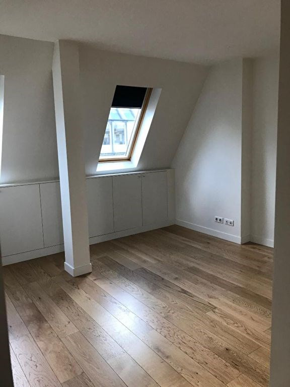 Location appartement Paris 8ème 1 580€ CC - Photo 3