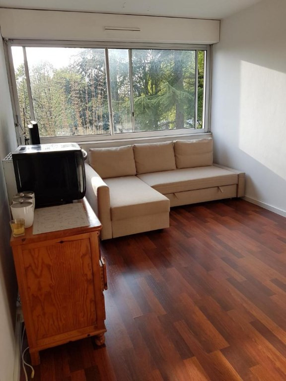 Rental apartment Le chesnay 700€ CC - Picture 1