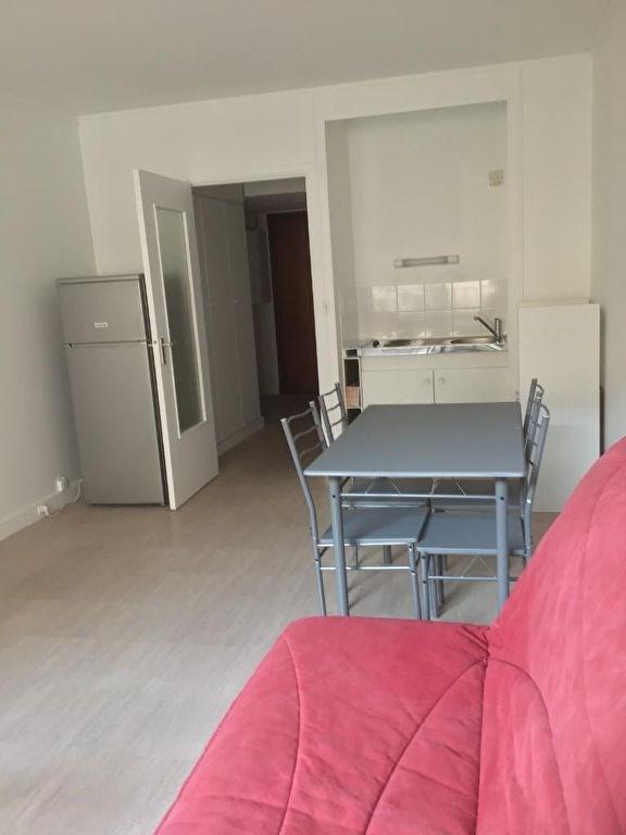 Location appartement Paris 17ème 1050€ CC - Photo 2