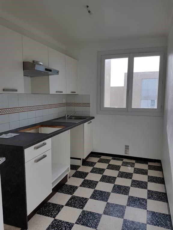 Rental apartment Villeneuve-les-avignon 790€ CC - Picture 2