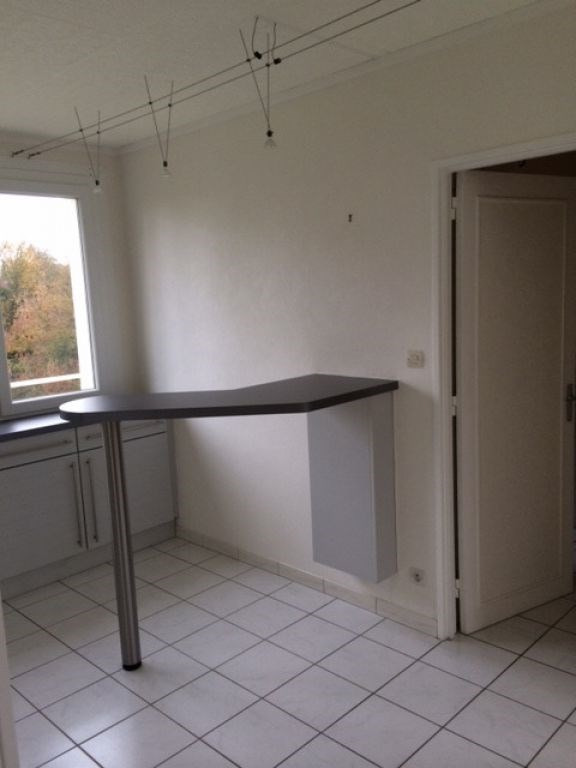 Rental apartment Saint quentin 720€ CC - Picture 3