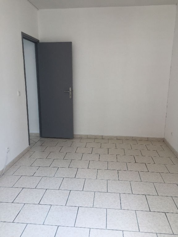 Location appartement Saint quentin 493€ CC - Photo 6