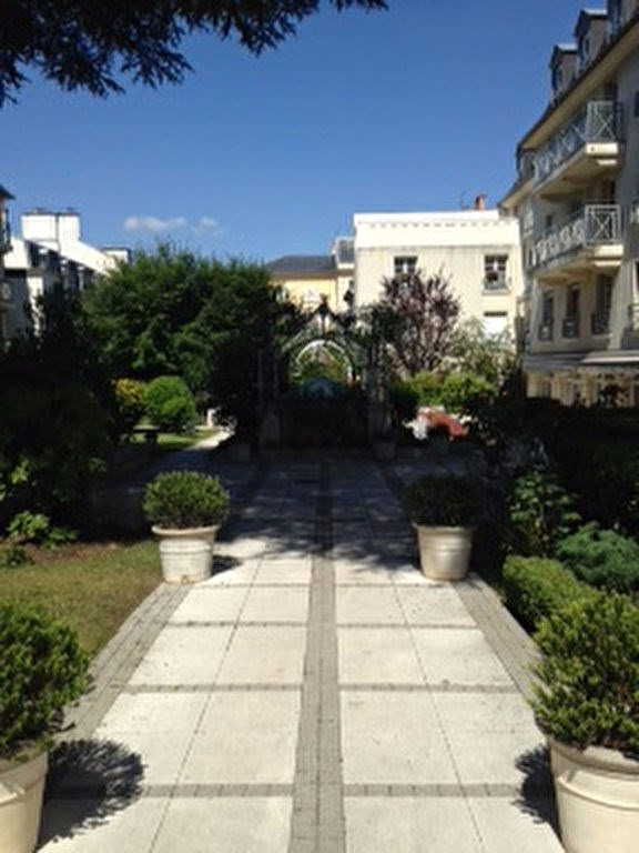 Rental apartment Saint germain en laye 830€ CC - Picture 1