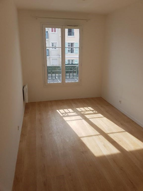 Rental apartment Le plessis pate 885€ CC - Picture 5