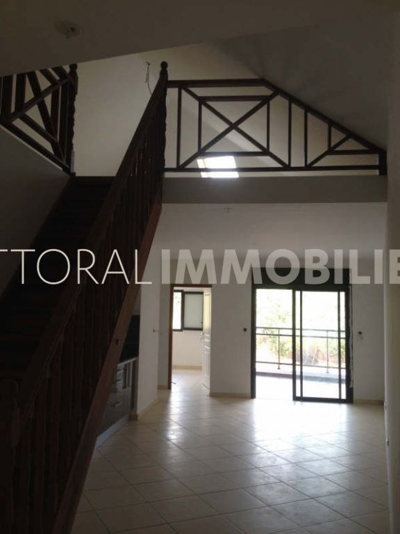 Location appartement Saint gilles les hauts 819€ CC - Photo 1