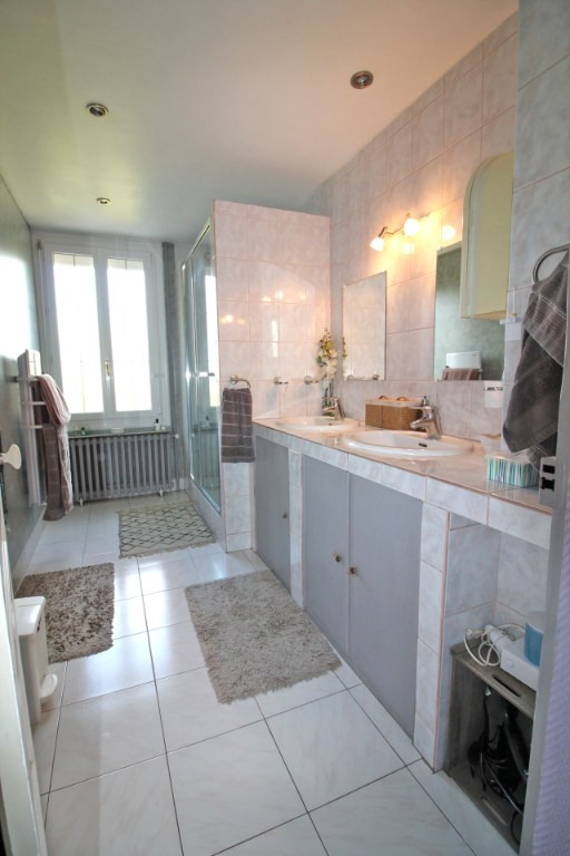 Sale house / villa La chartre sur le loir 226800€ - Picture 10