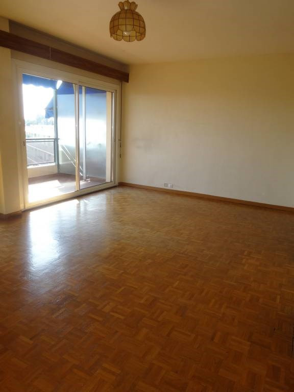 Rental apartment Les angles 555€ CC - Picture 3