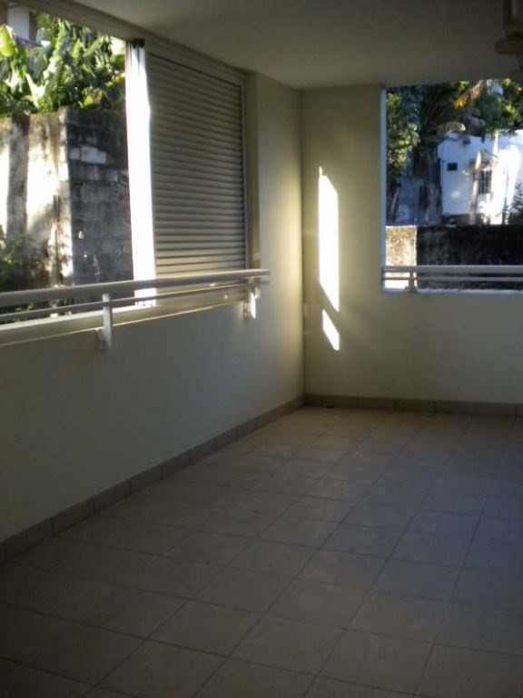 Location appartement Saint pierre 892€ CC - Photo 3