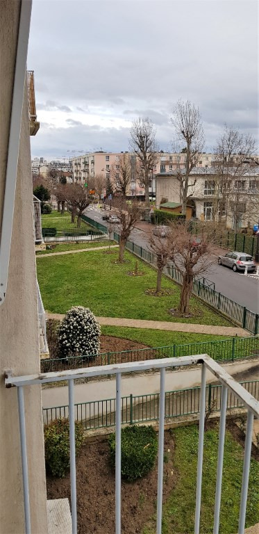 Rental apartment Rueil malmaison 1230€ CC - Picture 1