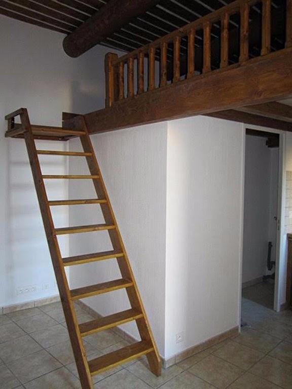 Rental apartment Lambesc 530€ CC - Picture 5