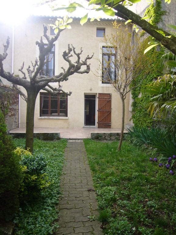 Maison de village avec garage et jardin