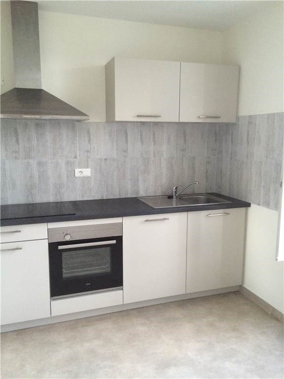 Location appartement Laissac 460€ CC - Photo 1