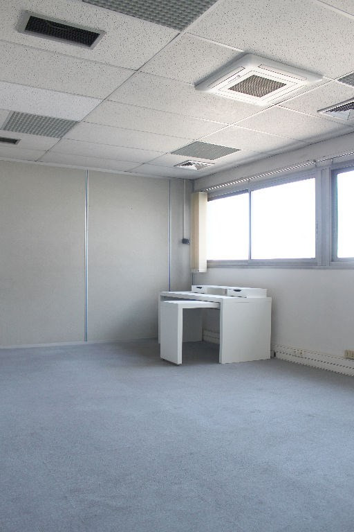 Rental office Aix en provence 630€ HC - Picture 1
