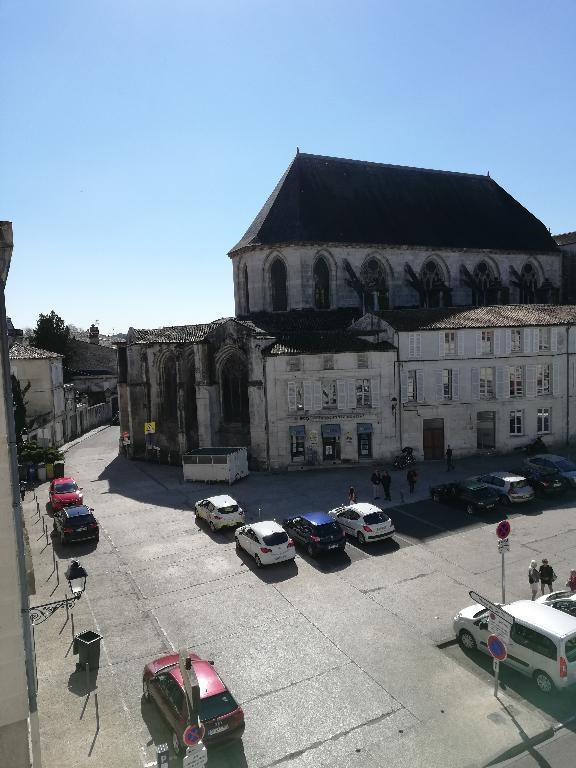Location appartement Saintes 870€ CC - Photo 11