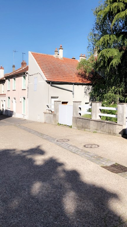 Rental apartment Carrieres sous poissy 540€ CC - Picture 1