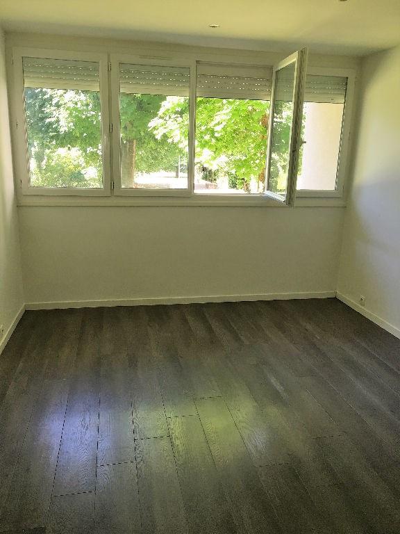 Sale apartment Chatou 169000€ - Picture 1