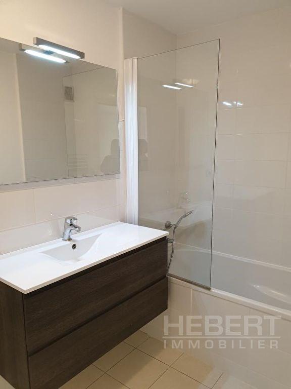 Rental apartment Sallanches 810€ CC - Picture 4