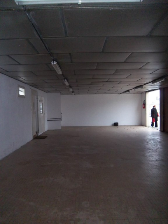 Location boutique Noyant la gravoyere 490€ HC - Photo 2