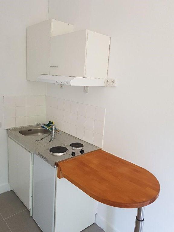Location appartement Neuilly sur seine 655€ CC - Photo 1