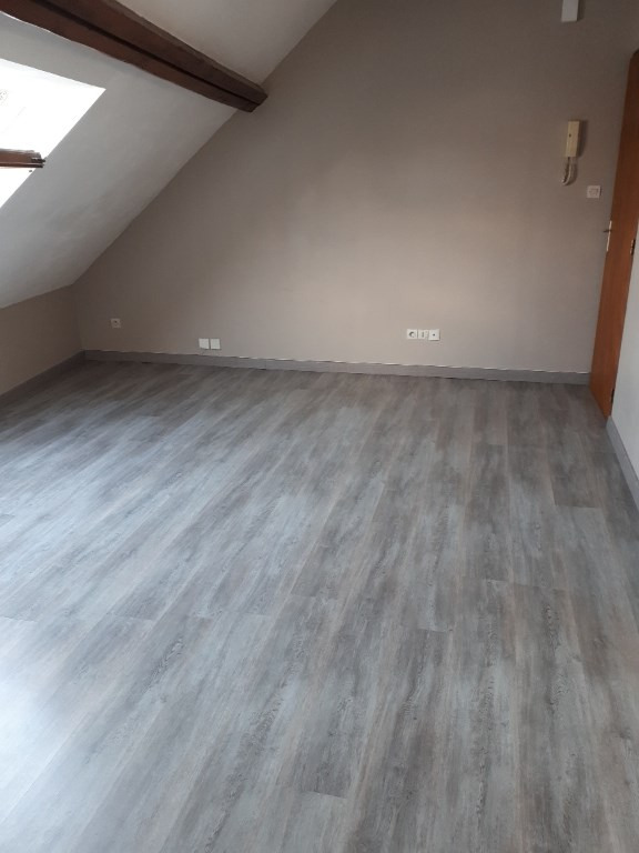 Location appartement Saint quentin 335€ CC - Photo 5