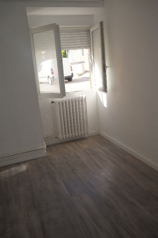 Location maison / villa Roullens 620€ CC - Photo 3