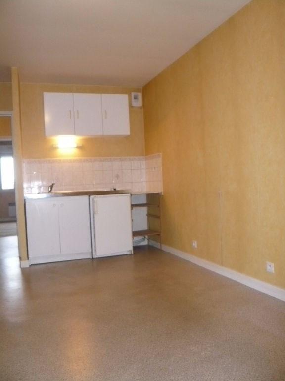Rental apartment Laval 397€ CC - Picture 1