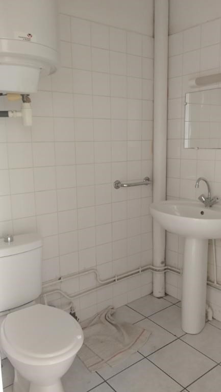 Location appartement Chateau renault 275€ CC - Photo 3